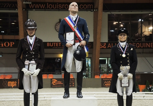 Grégoire Siauve sur la plus haute marche du podium dans la catégorie Amateur Elite