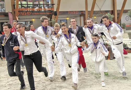 L'équipe : Manon Moutinho, Jacques Ferrari, Vincent Poulain, Romane Biardeau, Flora Pires, Anthony Bro-Petit. (Photo Pascale Vacher)