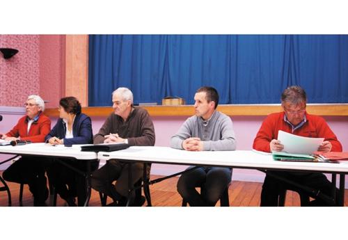 Le bureau du Groupement des Eleveurs de Sainte-Mère-Eglise : Jean-Paul Chauvin, Claudie Blandamour, Jacques Hamel - Président, Jérôme Poisson, Jean-Luc Moulin