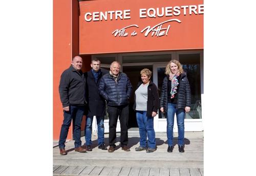 Dominique Simonin aux côtés de Franck Perry, Daniel Bazelaire et une partie de son staff (© ER)