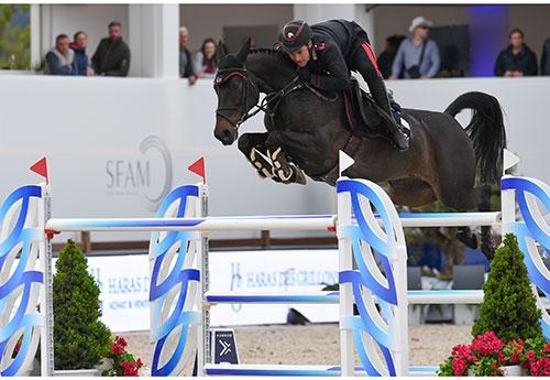 Emanuele Gaudiano  et Carlotta 232 à l'obstacle (HUBSIDE JUMPING/Marco Villati)