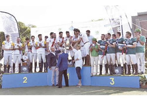 Le podium du Championnat de France Pro Élite 2019 avec Bordeaux, Paris Mash et Loire-sur-Rhône (© Tiffou Photographie)