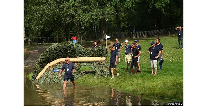 Thierry Touzaint se met à l'eau pour son équipe! (Photo FFE/PSV)