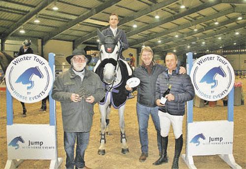 Remise des prix à Olivier Perreau par l'équipe de Horse Events : Bernard Traglio, Président, Olivier Guichard, Trésorier, et Jérôme Ringot