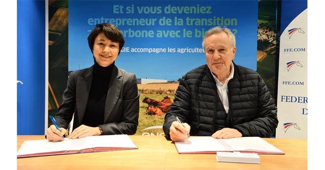 Rosaline Corinthien, directrice générale d'ENGIE France Renouvelables et Serge Lecomte, président de la FFE au Salon de l'agriculture (© ENGIE)