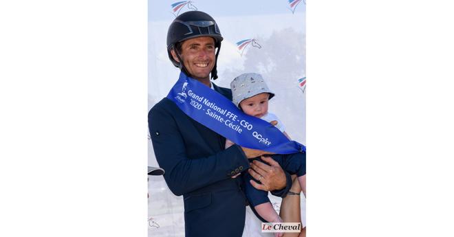 Avec son fils Victor, 4 mois (© Patrick Jean)