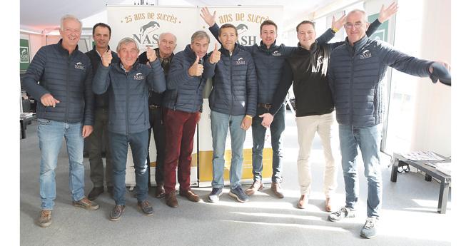 L'équipe Nash fêtait 25 ans de succès. De gauche à droite :  Denis Hubert, Cédric Angot, Alain Hinard, Hervé Lehmann, Denis Brohier, Jean-Luc Dufour,  Sébastien Branly (nouveau directeur général), Bertrand Poirier (Equidéclic) et Laurent Vincent