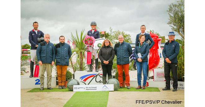 CCI 4*-L : le podium (© FFE/PSV P. Chevalier)